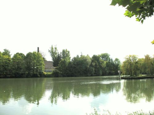 One of the old factories still standing on the banks of the Oise.
