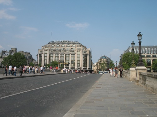 Current photo standing on the Pont Neuf looking toward the Samaritaine Building.